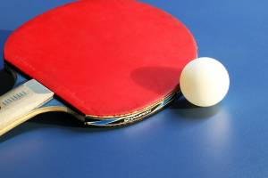 Image par HeungSoon de Pixabay - Source = https://pixabay.com/fr/photos/tennis-de-table-balle-de-ping-pong-4046303/